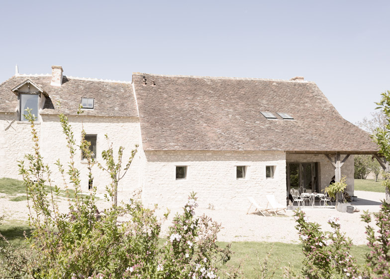Old_farmhouse_conversion_in_France_by_SEPTEMBRE_dezeen_784_9