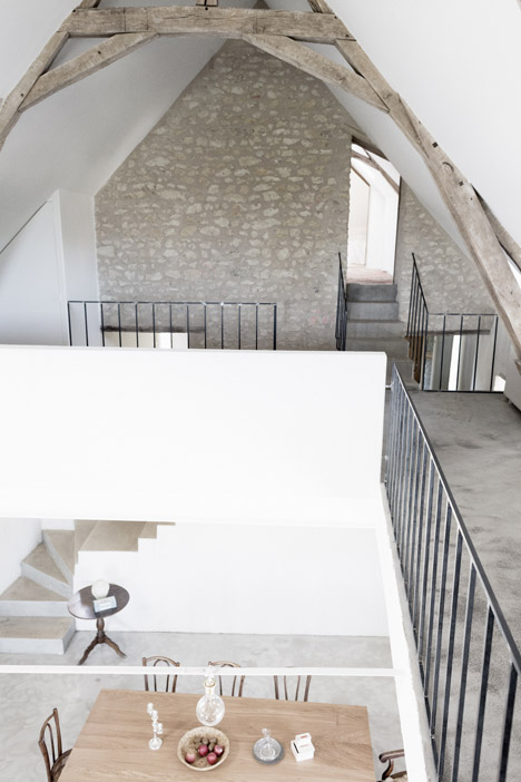 Old_farmhouse_conversion_in_by_SEPTEMBRE_dezeen_468_14