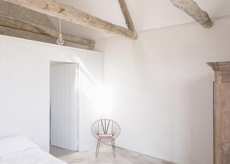 Old_farmhouse_conversion_in_by_SEPTEMBRE_dezeen_784_0