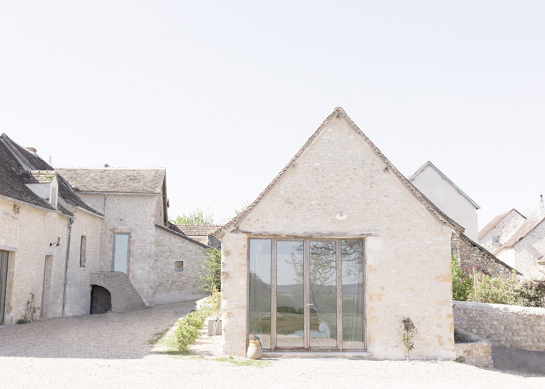 Old_farmhouse_conversion_in_by_SEPTEMBRE_dezeen_784_1