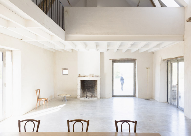 Old_farmhouse_conversion_in_by_SEPTEMBRE_dezeen_784_5