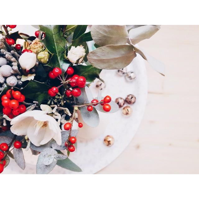 Bouquet de Noël par @les_herbes_hautes complètement fan ?#lesherbeshautes #bouquet #noel