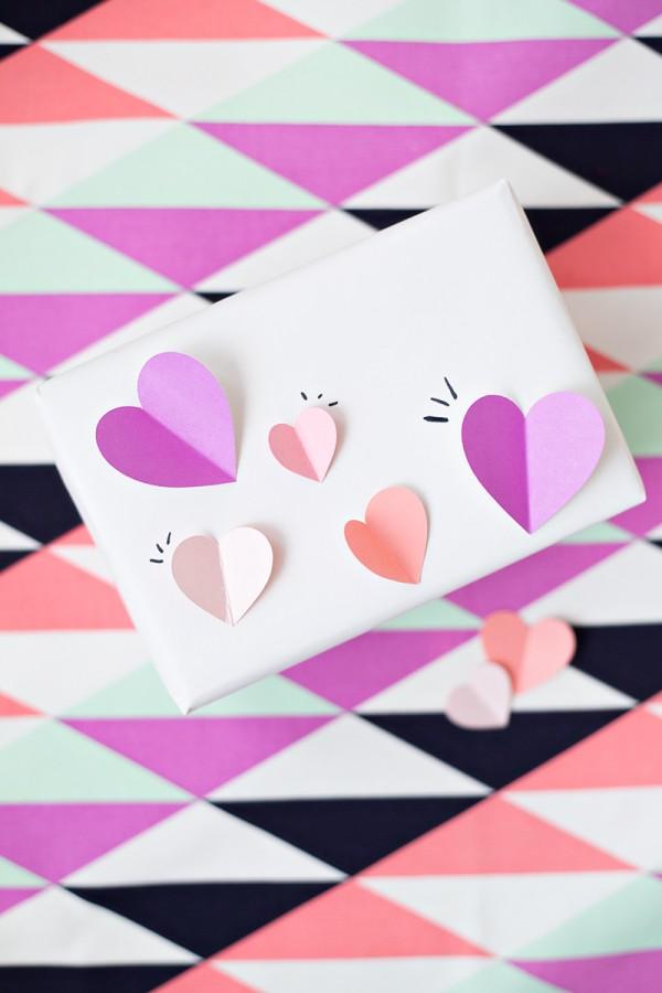 DIY-3D-Heart-Gift-Wrap1-600x900