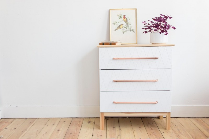 IKEA-Hack-Brakig-dresser-geo-white-and-copper-handles-DIY-Auguste-et-Claire-960x640