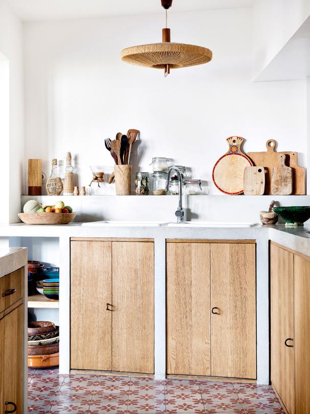 Madera y baldosas en la cocina
