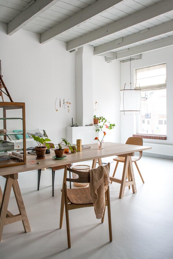 visite du studio d 39 une d coratrice d 39 int rieur. Black Bedroom Furniture Sets. Home Design Ideas