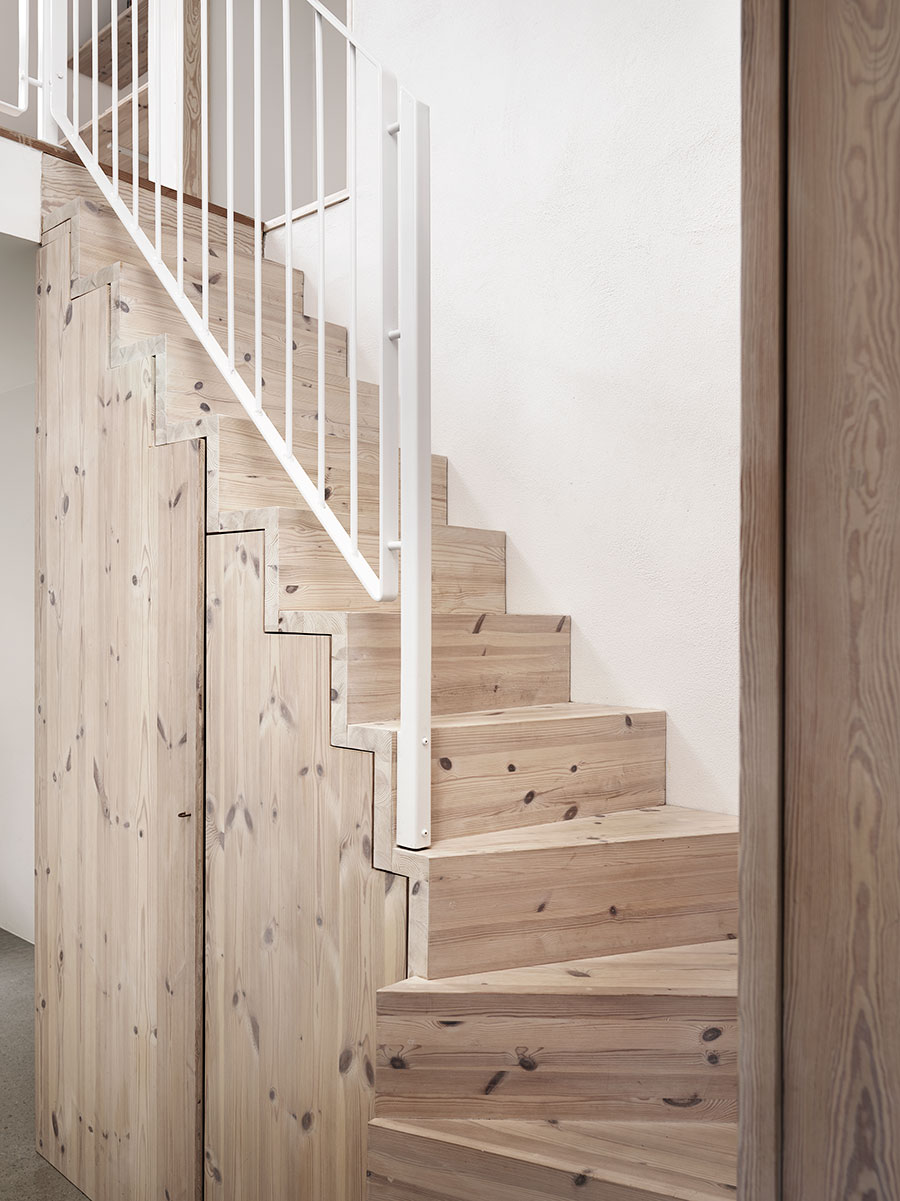 escalier-maison-scandinave-nature-lili-in-wonderland