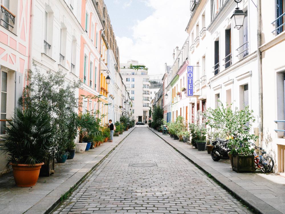 promenade dans Paris rue Crémieux lili in Wonderland