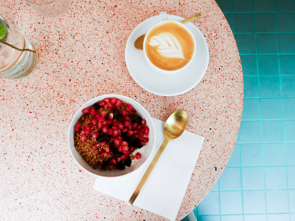 peonies-cafe-fleuriste-paris-lili-in-wonderland-9