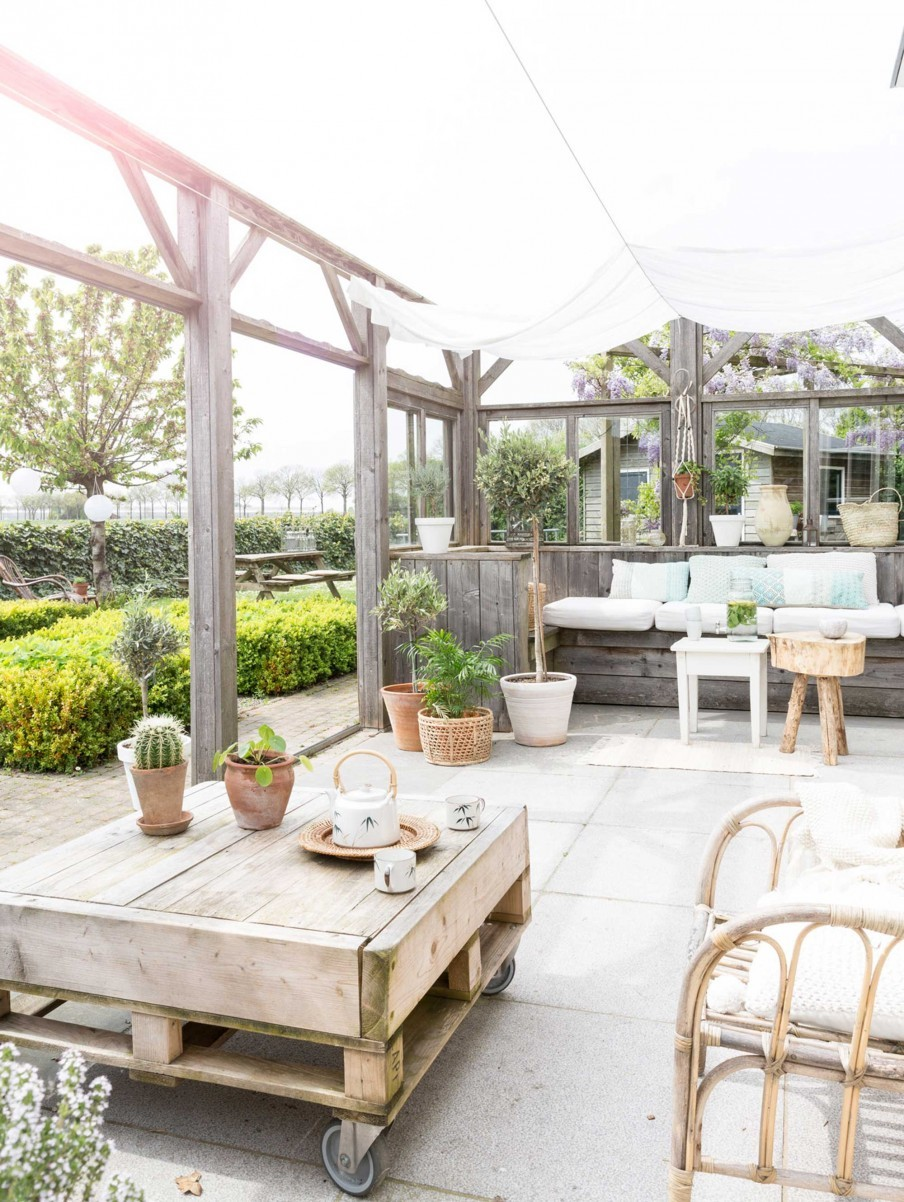 veranda-bois-maison-champetre-blanc-naturel-liliinwonderland