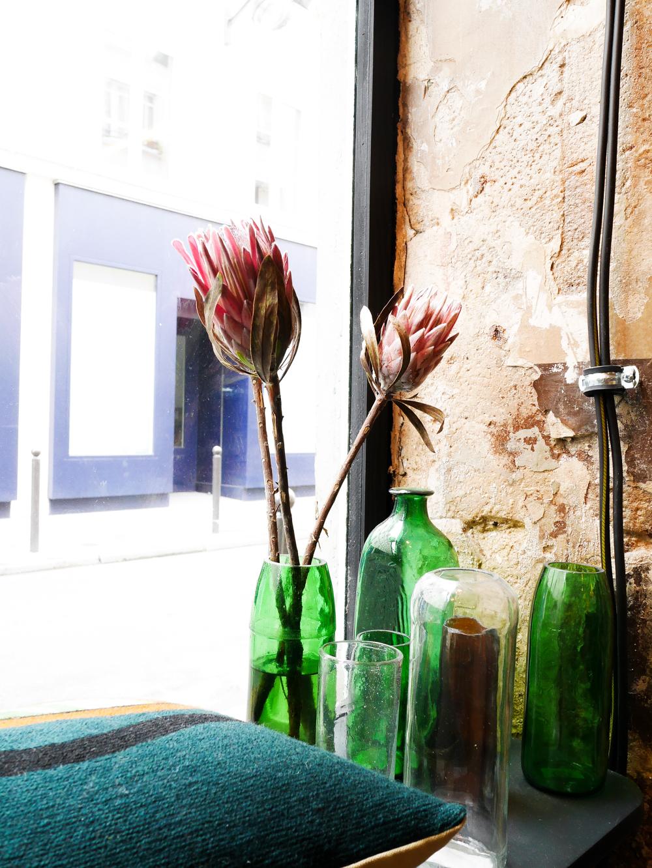 Ailleurs Paris boutique déco vitrine blog Lili in Wonderland