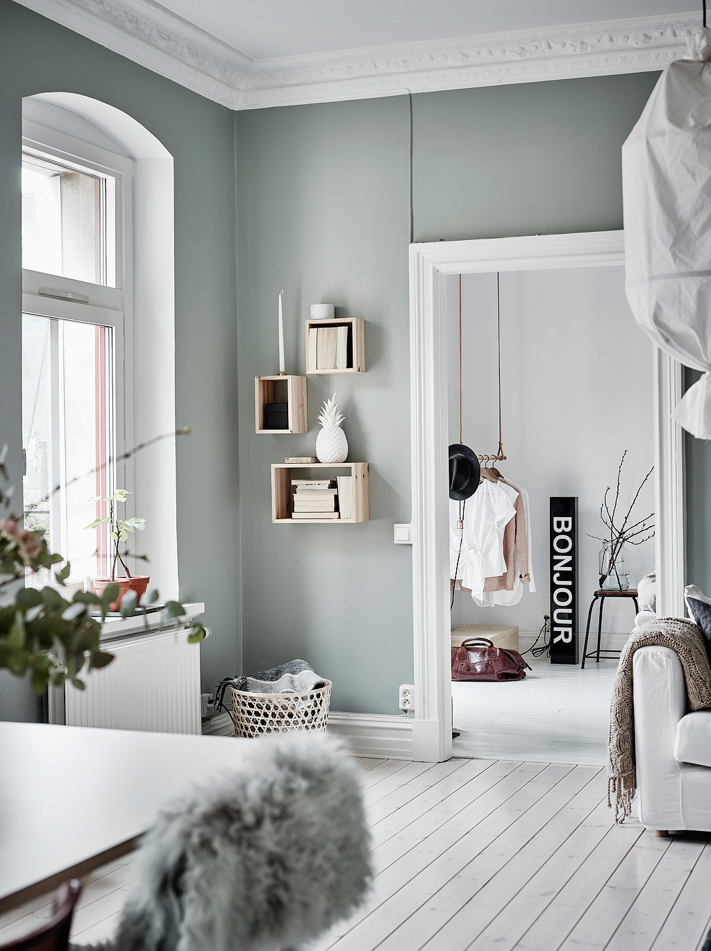 un appartement au mur vert lili in wonderland. Black Bedroom Furniture Sets. Home Design Ideas