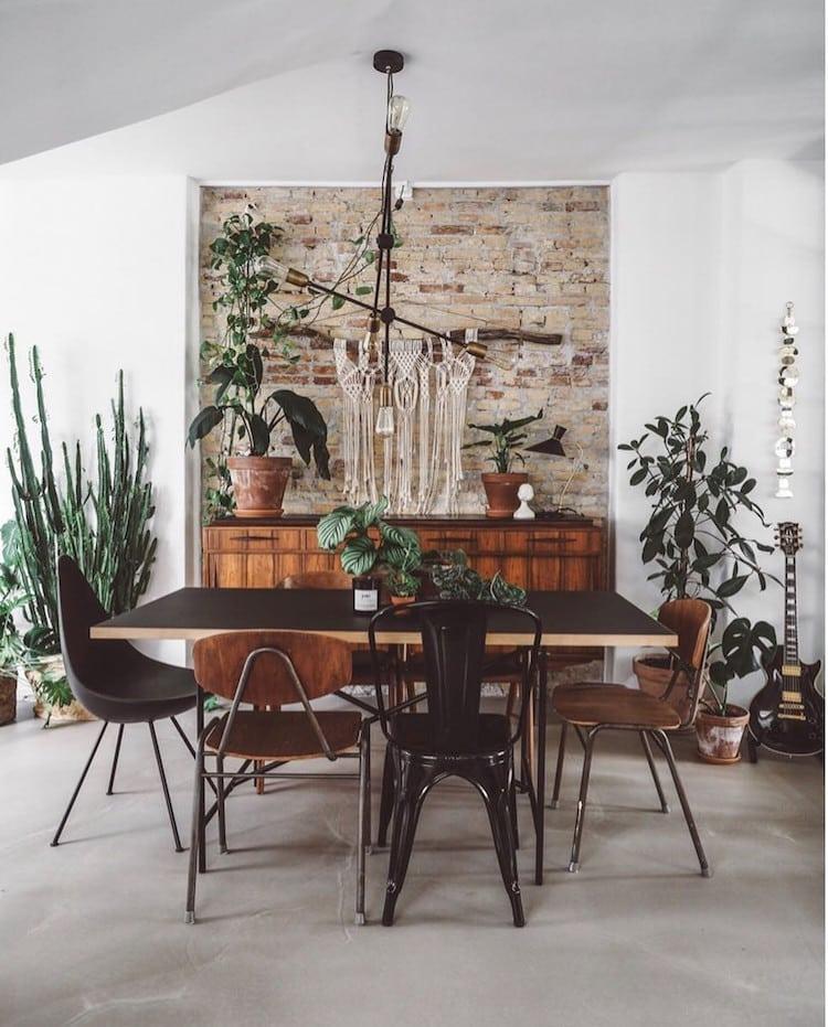 un intérieur vintage pleins de plantes - lili in wonderland