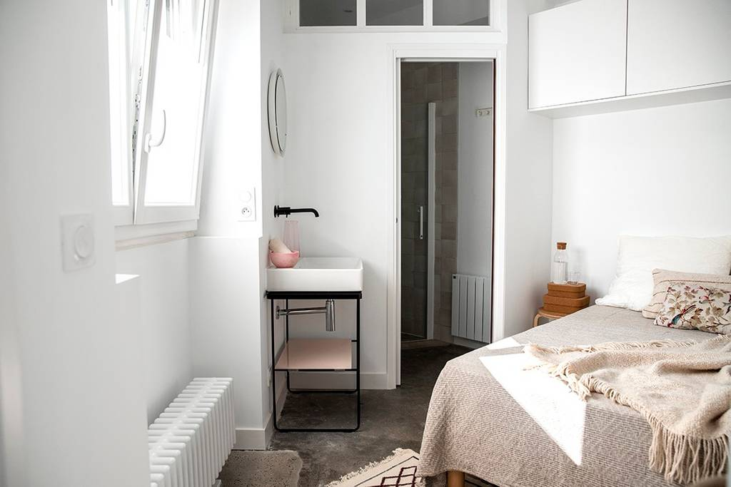 chambre Airbnb à Biarritz rénové et décoré avec soin sur le blog déco lifestyle et voyage Lili in Wonderland