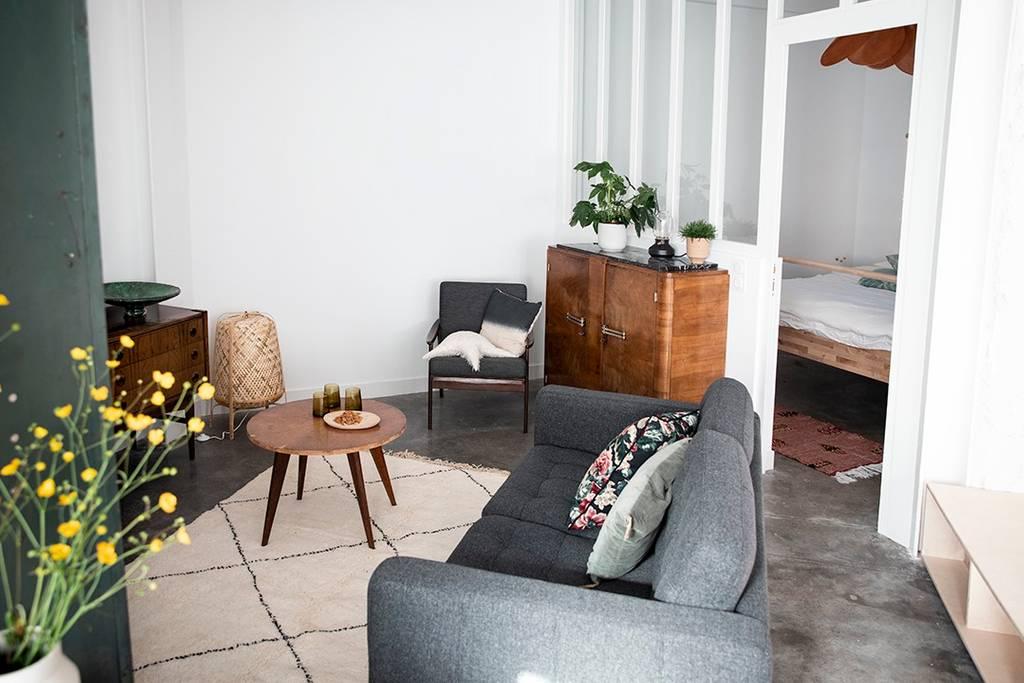 salon Airbnb à Biarritz rénové et décoré avec soin sur le blog déco lifestyle et voyage Lili in Wonderland