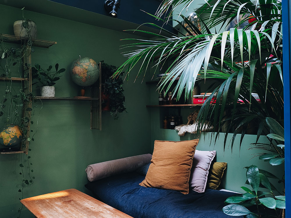 patio COQ hotel urban jungle
