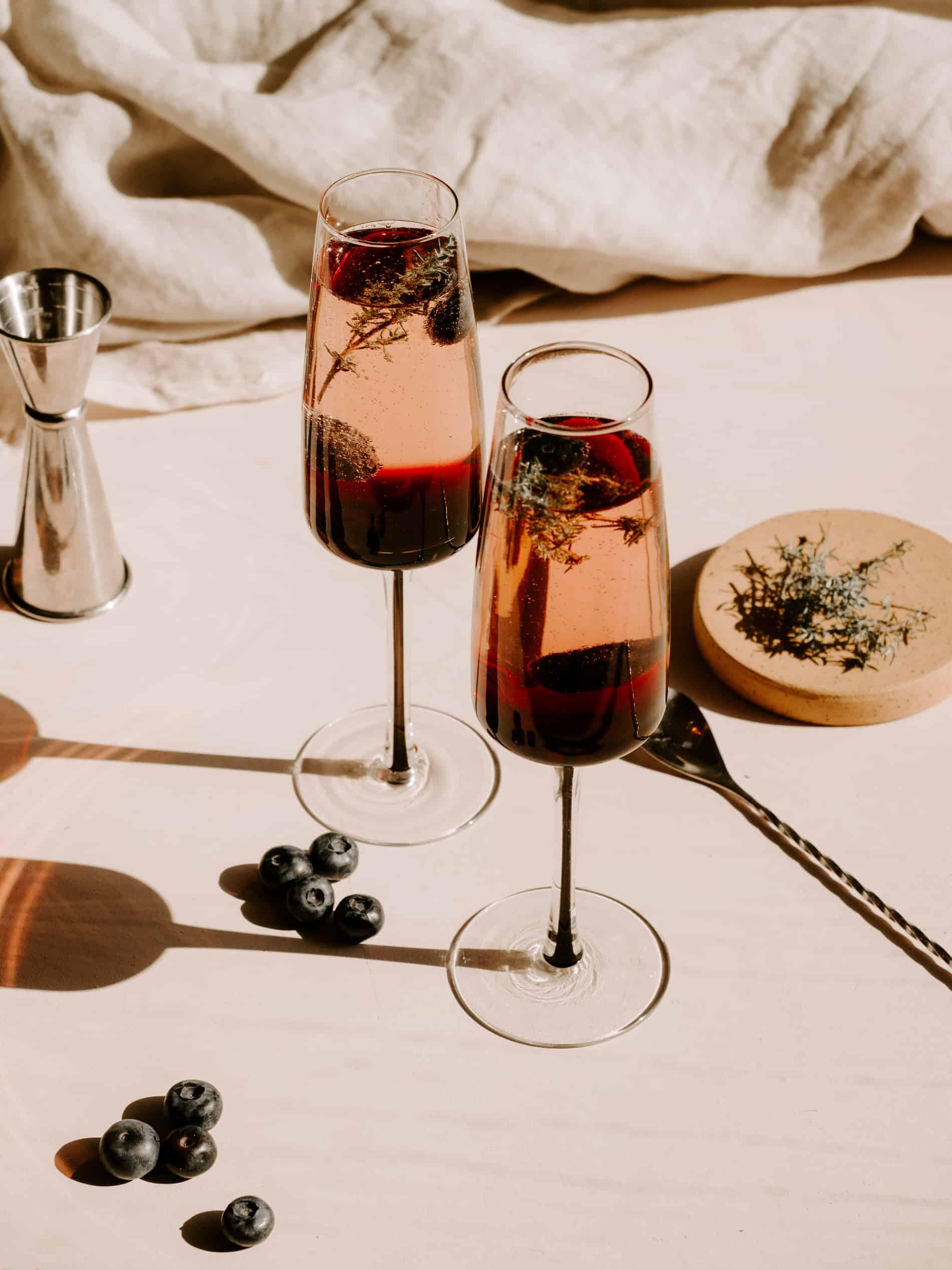 recette cocktail au champagne myrtille thym blog lifestyle Lili in Wonderland