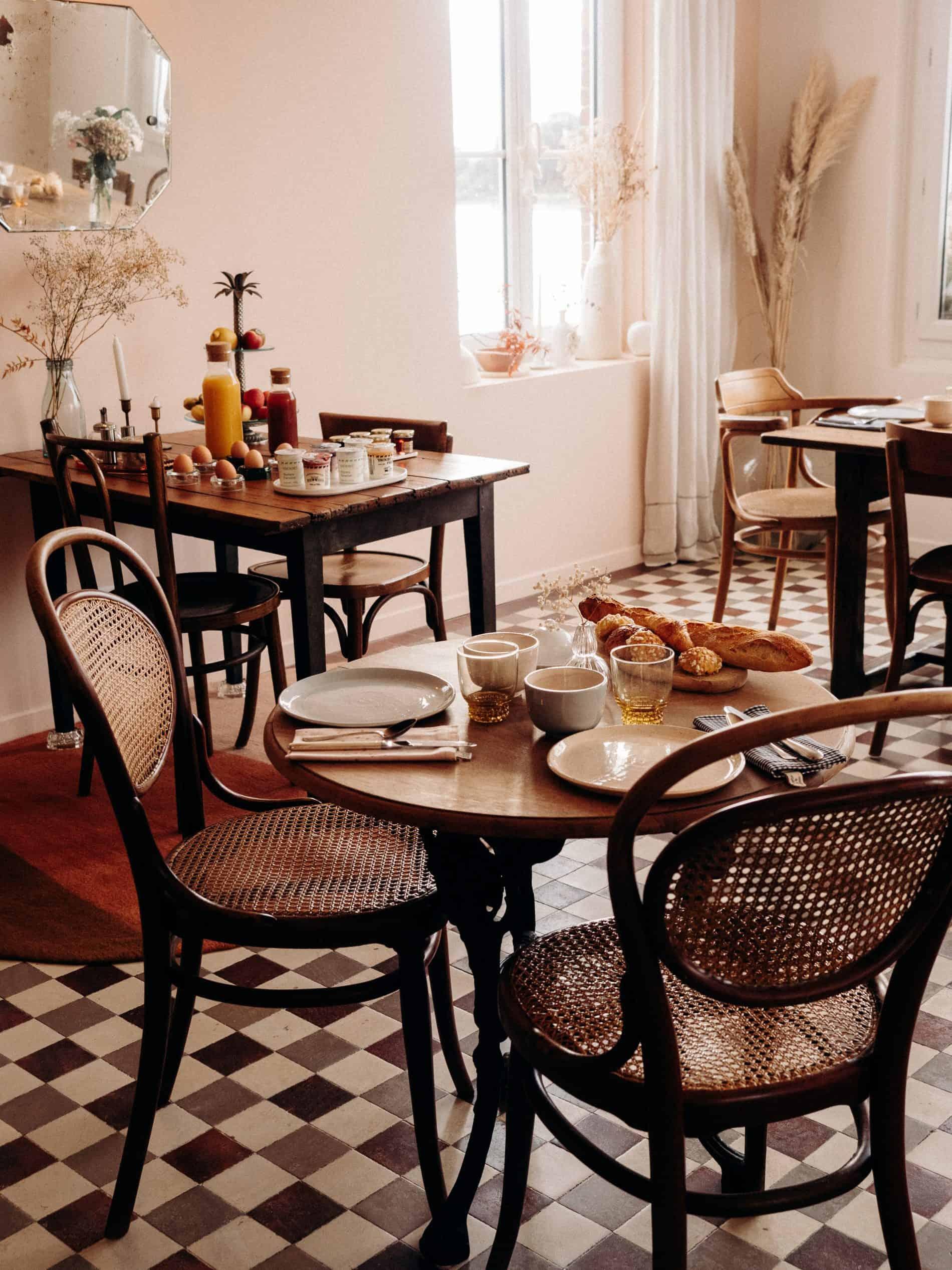 La Maison Plûme maison d'hôtes normandie salle petit déjeuner