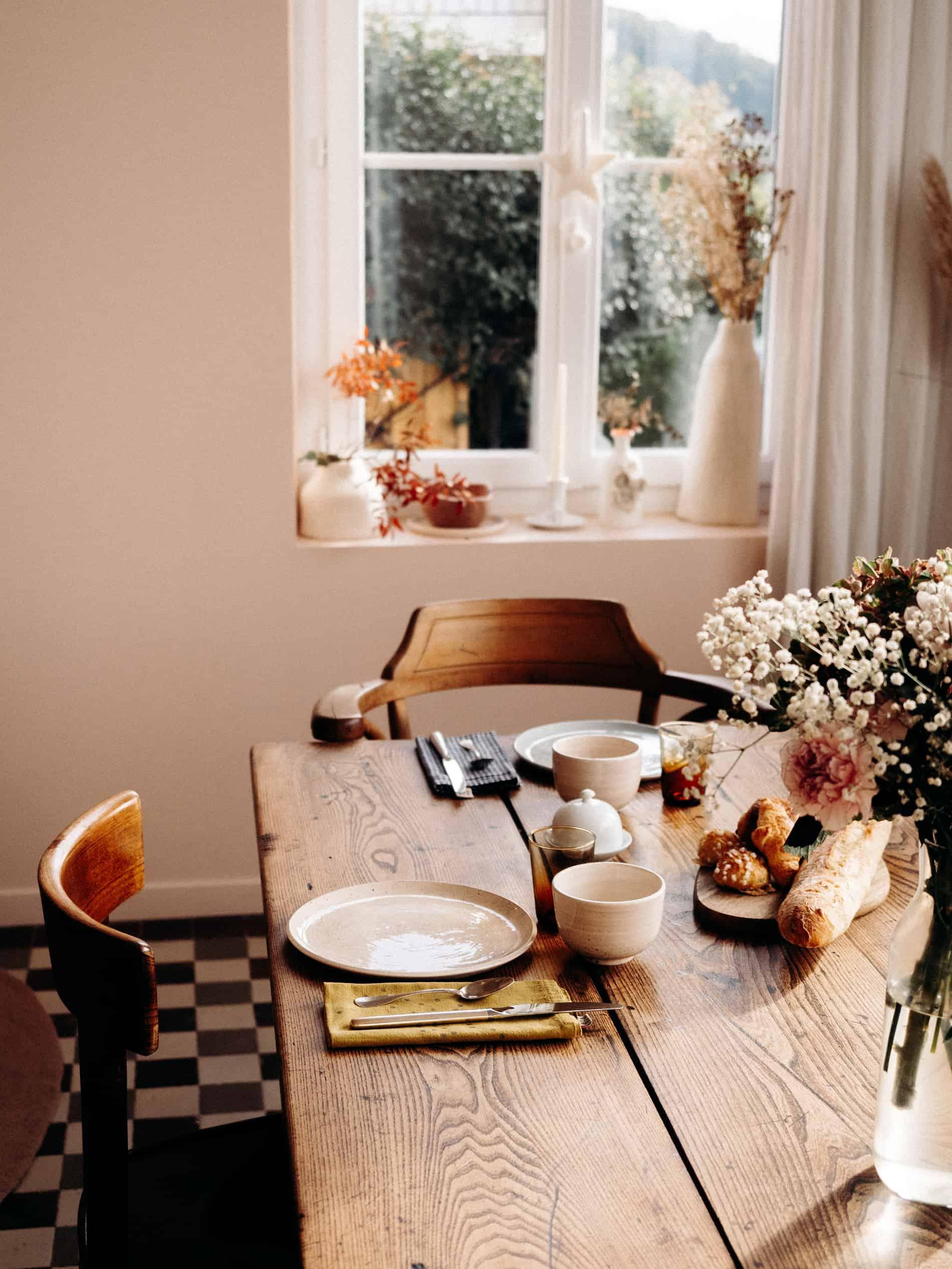 La Maison Plûme maison d'hôtes normandie table petit déjeuner