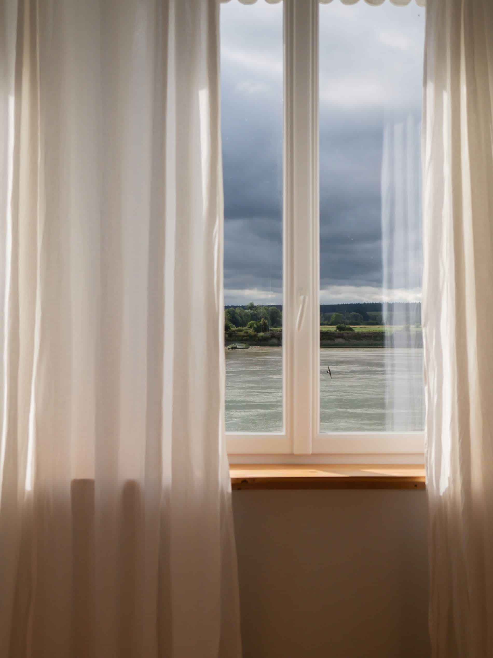 La Maison Plûme maison d'hôtes normandie fenêtre vue chambre