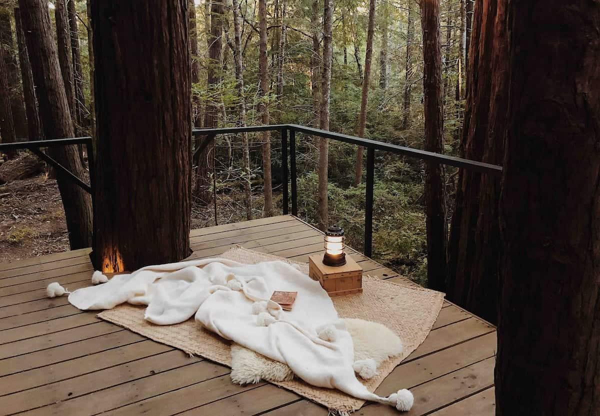 deck terrasse cabane en bois forêt Elk Retreat Forest blog deco lifestyle et voyage Lili in Wonderland