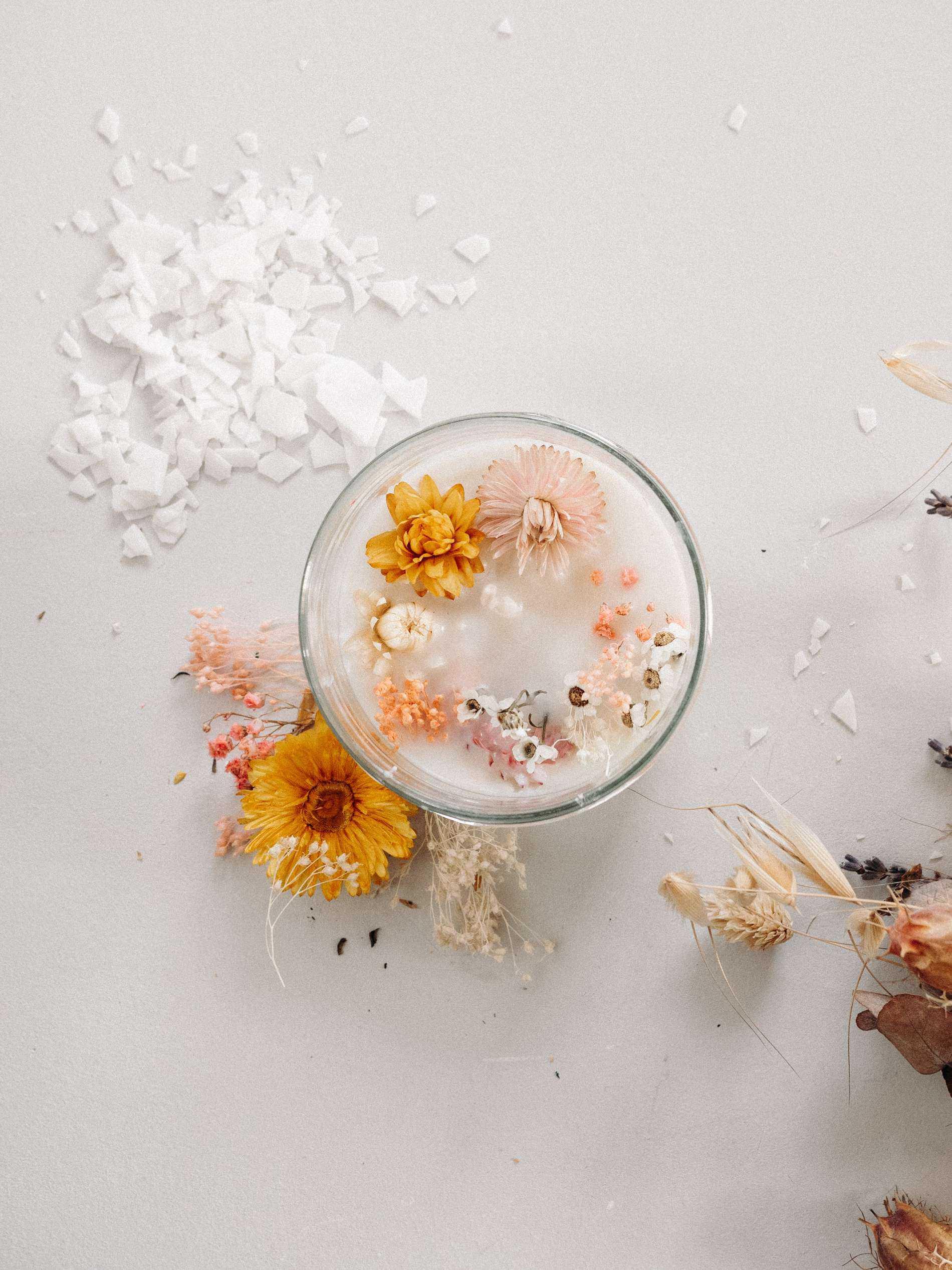 DIY bougie avec des fleurs séchées tuto Lili in Wonderland