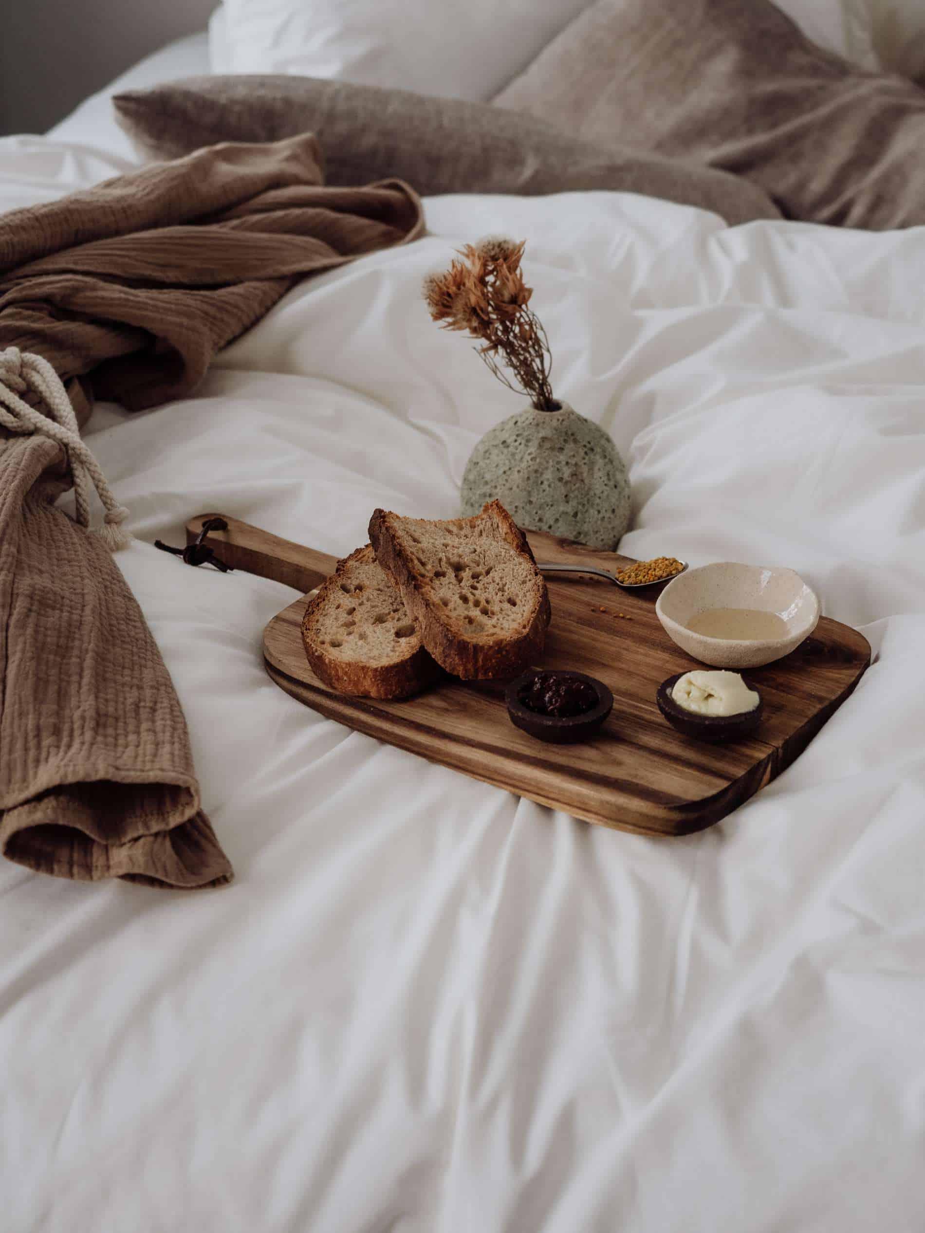 Hoy Paris hotel yoga chambre épurée petit déjeuner en chambre
