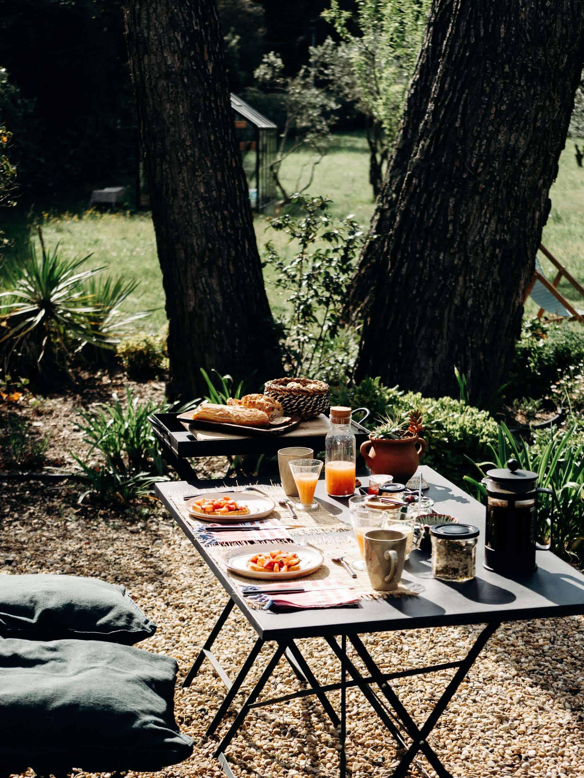 table petit-déjeuner chambre maison d'hôtes Alpilles Provence la Roussatino