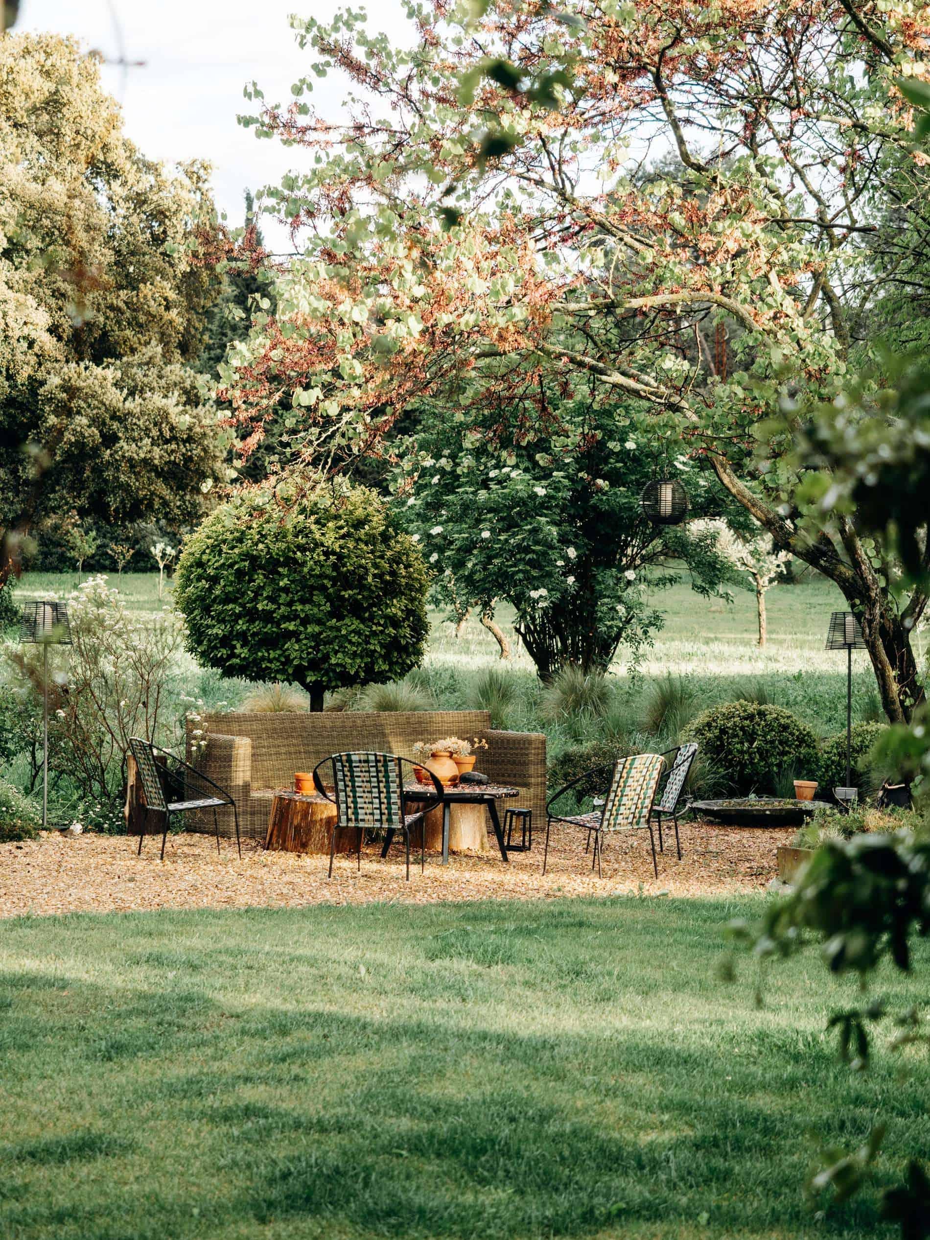 coin jardin chambre maison d'hôtes Alpilles Provence la Roussatino